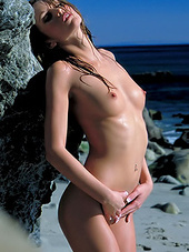 Curly hair babe Monique Alexander on..