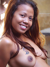 Erotic nude shots of a cute Asian Ellyn..
