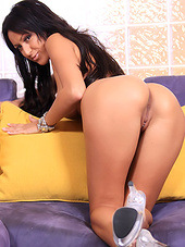 Her wet pornstar pussy is toyed with a..