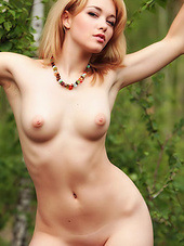 Alisa White gets nude in nature and..