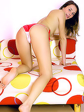 Pretty and slim young diva strips her..