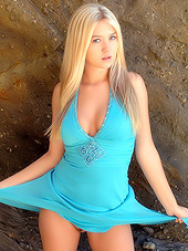 Fabulous blonde bunny exposes her..
