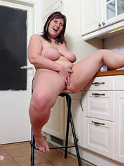 Kitchen seduction show from full babe..