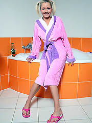 18yo beauty Pinky June cumming in the hot bathtub