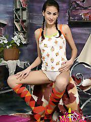 Gorgeous teen model Inga shows her..