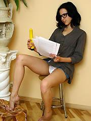 Bombshell teen Jess slides her dildo..