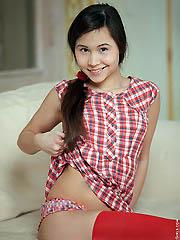 Petite Asian babe Momoko fingering her..