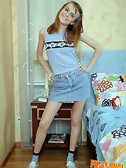 Mischievous teen hottie gives up her..