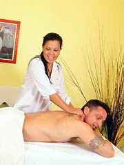 Curvy masseuse gives her customer a..